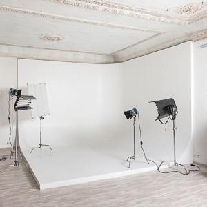 Аренда большого белого зала для фото и видеосъемки | Фотостудия F11 Studio